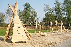 Klettergerüst Robinie : Klettergerüste klettergeräte aus robinie ziegler spielplätze