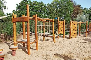 Klettergerüst Mit Seilen : Klettergerüste klettergeräte aus robinie ziegler spielplätze