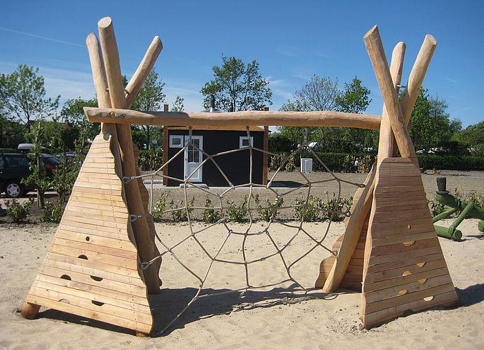 kletternetz spinnennetz mit tipi ziegler spielpl tze. Black Bedroom Furniture Sets. Home Design Ideas