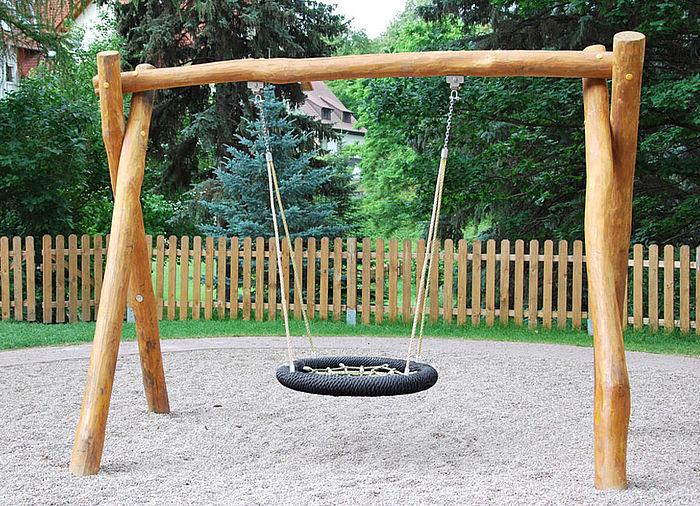 Klettergerüst Mit Nestschaukel : Klettergerüst mit nestschaukel spielplatz test wackelbrücke und