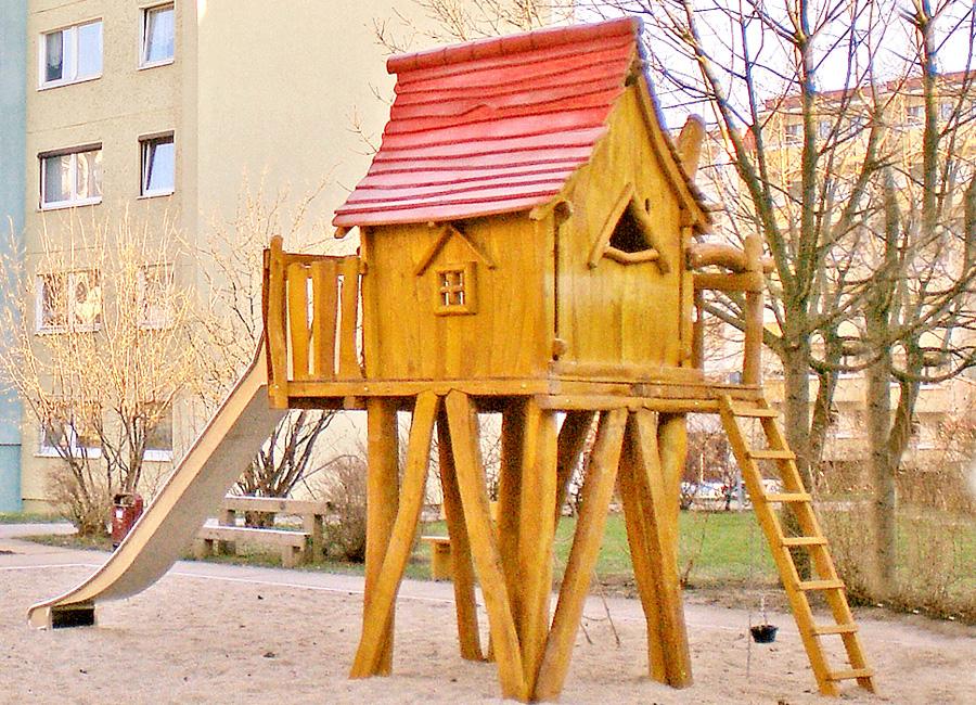 baumhaus mit rutsche ziegler spielpl tze. Black Bedroom Furniture Sets. Home Design Ideas