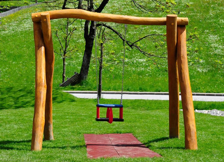kleinkinderschaukel aus robinien holz ziegler spielpl tze. Black Bedroom Furniture Sets. Home Design Ideas