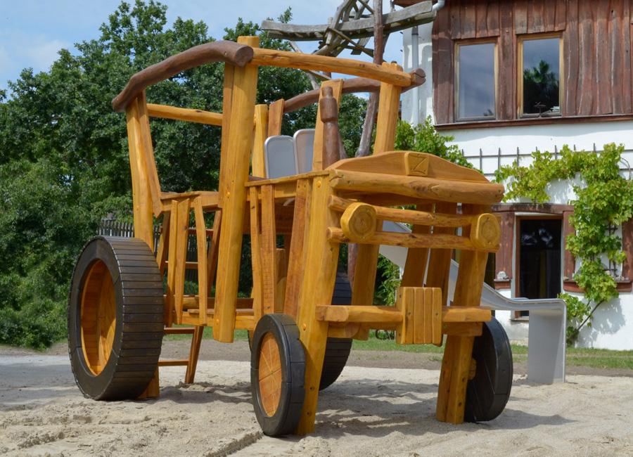 Klettergerüst Traktor : Spieltraktor mit rutsche ziegler spielplätze